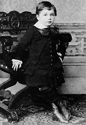 170px-Albert_Einstein_at_the_age_of_three_(1882)
