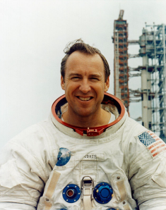 Jim_Lovell_at_LC-39