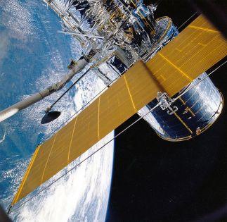 615px-Hubble_Solar_Array_Deployment_STS-31