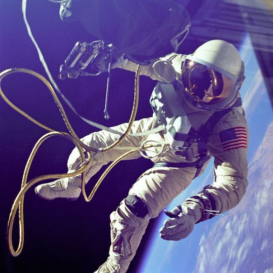 597px-Ed_White_First_American_Spacewalker_-_GPN-2000-001180