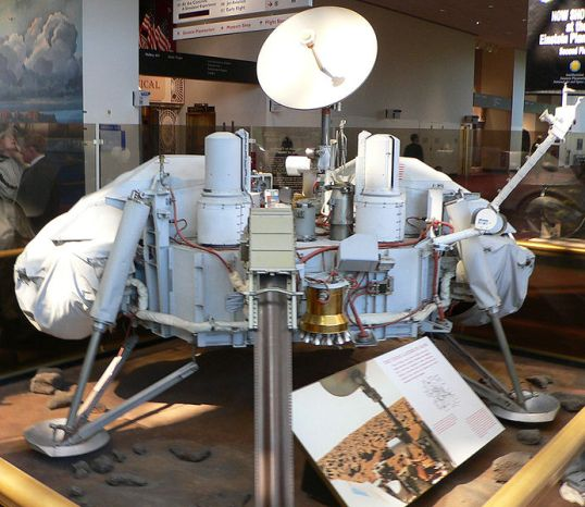 Replica of the Viking 1 lander in the National Air and Space Museum, Smithsonian Institute, Washington DC
