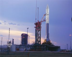 762px-Atlas_Centaur_27_with_Pioneer_10_on_launch_pad
