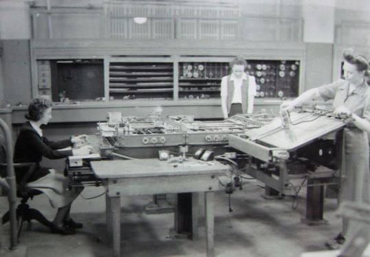 Kay McNulty, Alyse Snyder, and Sis Stump operate the differential analyzer in the basement of the Moore School of Electrical Engineering, University of Pennsylvania, Philadelphia, Pennsylvania, circa 1942-1945.