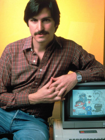 ted-thai-portrait-of-apple-co-founder-steve-jobs-posing-with-apple-ii-computer