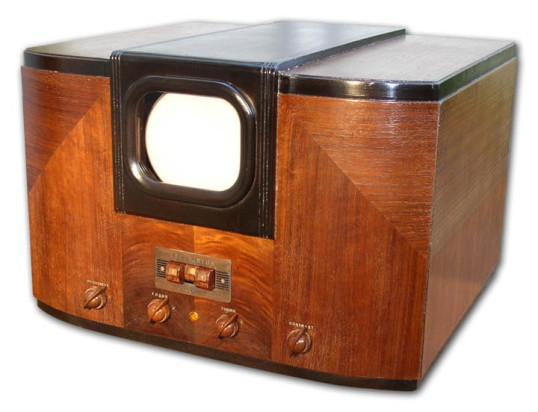 Restored 1939 GE HM-171 TV