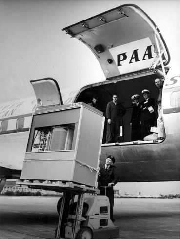 A IBM 359 being unloaded