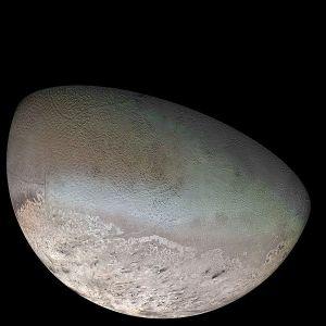 Voyager II mosaic of Triton