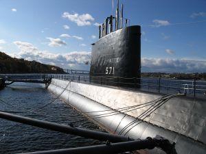 800px-USS_Nautilus_SSN571
