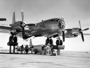 Bell_X-1-3_being_mated_with_the_motherplane