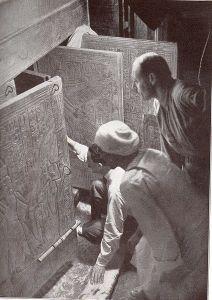 Howard Carter (kneeling), an Egyptian workman, and Arthur Callender at doors of burial shrines in Pharao Tutankhamen's tomb (re-enactment)