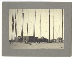 h9-118-first-marconi-station-possibly-marconi-company-photo-around-sept-1901