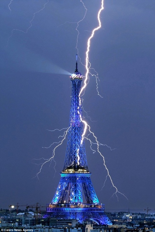 lightning-eiffel-tower-20110902-111938